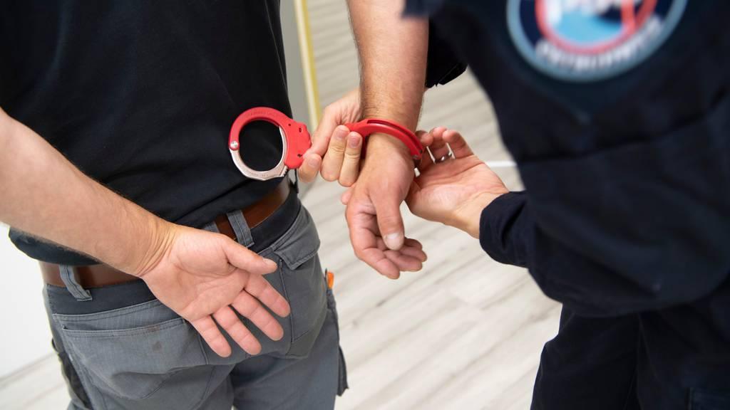 Ermittlungen gegen Mitglieder einer Motorrad-Gang: 5 Männer verhaftet