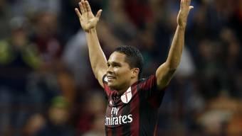 Milans Carlos Bacca lässt sich als Doppeltorschütze feiern
