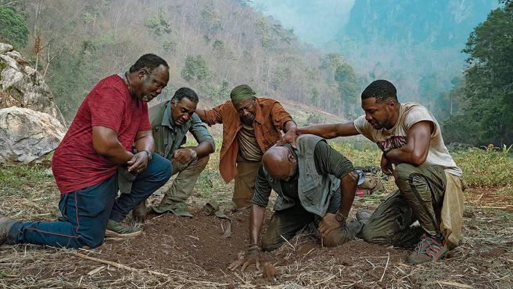 Vier Schwarze, ehemalige GIs, auf der Suche nach dem verlorenen Schatz und sich selbst.