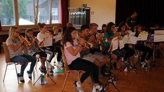 In Zweisimmen proben die jungen Musiker für den grossen Auftritt Anfang August.