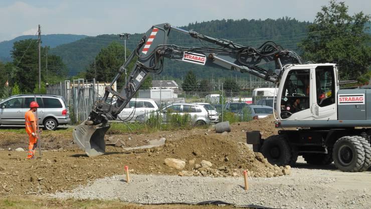 Im Niderfeld laufen die Vorbereitungen für den Bau der Limmattalbahn.