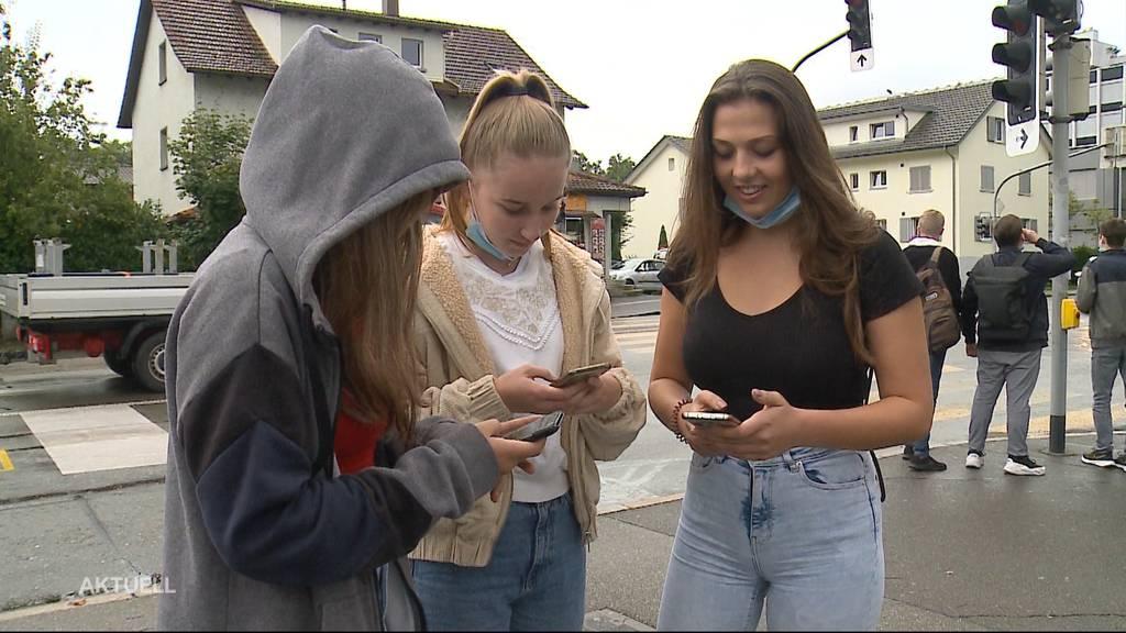Facebook-Totalausfall: So reagierten Jung und Alt im Mittelland