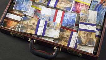 Rund 200 Milliarden Franken Schwarzgeld lagern auf Schweizer Banken. 2008 waren es noch 800 Milliarden.