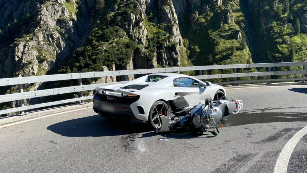 McLaren kracht in der Schöllenen in Luzerner Töfffahrer