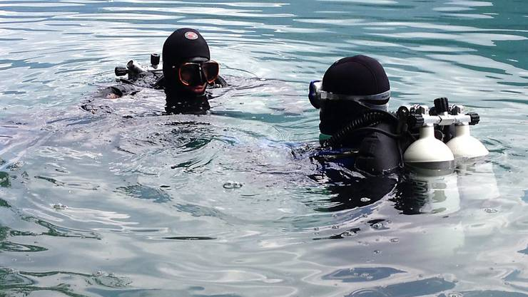 Polizeitaucher suchten seit Sonntagmittag im Voralpsee SG nach dem vermissten Schwimmer. Nun wurde er am Grund des Sees gefunden.