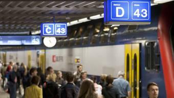 Auf dem Gleis 43 des Zürcher Hauptbahnhofs stiess der Angeklagte eine Frau vor den Zug.