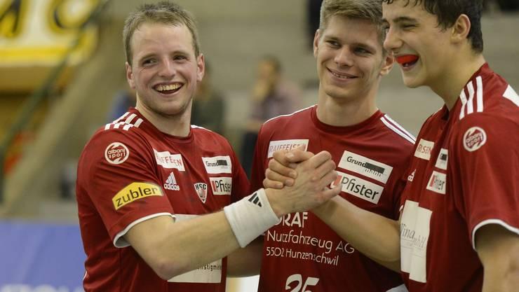 Jubel beim HSC Suhr Aarau: Joel Kaufmann (links), Sean Siegenthaler (Mitte) und Nicolas Suter (rechts). Foto: Alexander Wagner