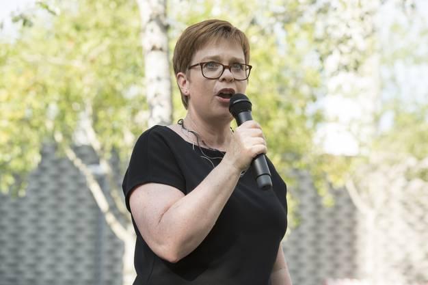 Stadträtin Ruth Müri eröffnet das Jugendfest.