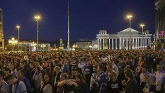 Am fünften Tag in Folge protestierten Menschen in Skopje gegen eine umstrittene Amnestie in einem Abhörskandal in Mazedonien.