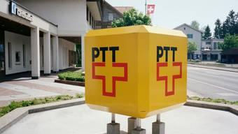 Die gute alte PTT: Das Logo kurz vor der Aufspaltung in Swisscom und Post, Archivfoto von 1996 aus Zürich.