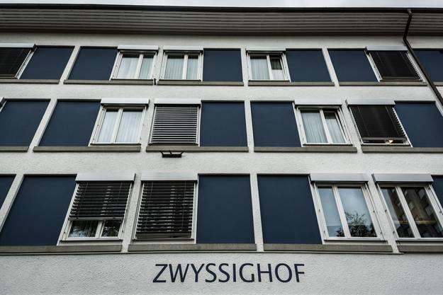 Die Käufelers besitzen den «Zwyssighof» seit 1993 - auf den 1. Mai 2015 verkaufen sie ihn nun an Raj Patoli, den Betreiber des Restaurants «Tex Mex».