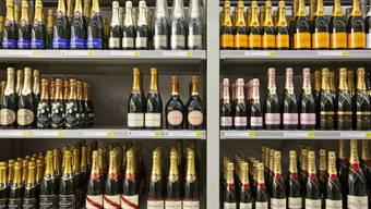 Der Georgier griff im Champagner-Regal zu. (Symbolbild)