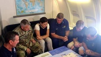 Ministerin Elaine Duke wird über die Lage auf Puerto Rico informiert. Sie geriet wegen Äusserungen über den Stand der Arbeiten in die Kritik