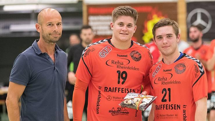 Alexander Velz (19) und Yannik Lang (21) wurden von Reto Weidmann mit dem «Bestplayer-Award» ausgezeichnet