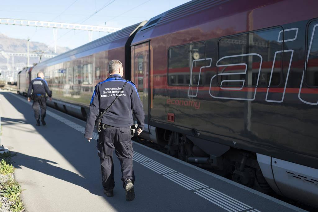 Schweizer Grenzwache im Einsatz (© KEYSTONE)