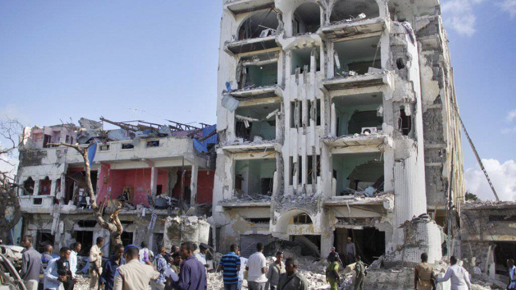 Blick auf das vollständig zerstörte Hotel «Ambassador» in Somalias Hauptstadt Mogadischu. Zu dem Angriff auf das Hotel bekannte sich die militante islamistische Al-Shabaab-Miliz.