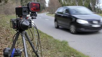 13 Autofahrern droht der Entzug ihres Führerausweis – 5 von ihnen mussten ihn bereits abgeben. (Symbolbild)