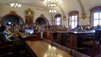 Am Jugendpolittag erhalten die Jungen unter anderem Einblick ins Rathaus.
