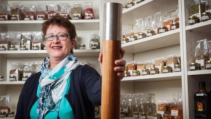 Patricia Peter bringt mit ihrem Gewürzladen «Vom Gwürzsack» die Würze von Reinach nach Zofingen. Peter Siegrist