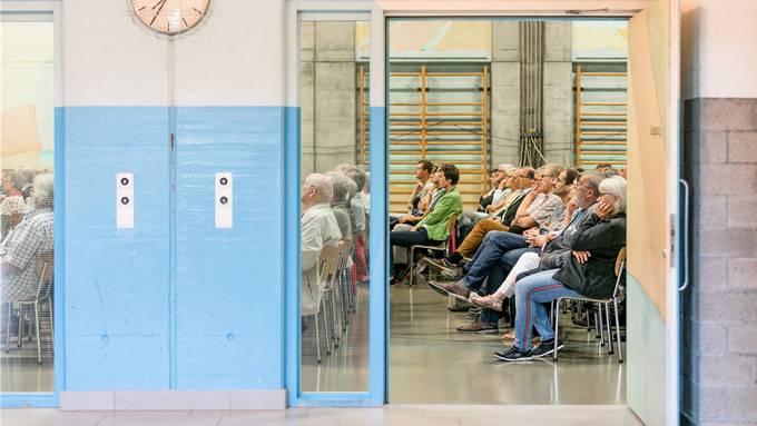 Über 300 Personen informierten sich in der Rekinger Turnhalle über die Fusionspläne.