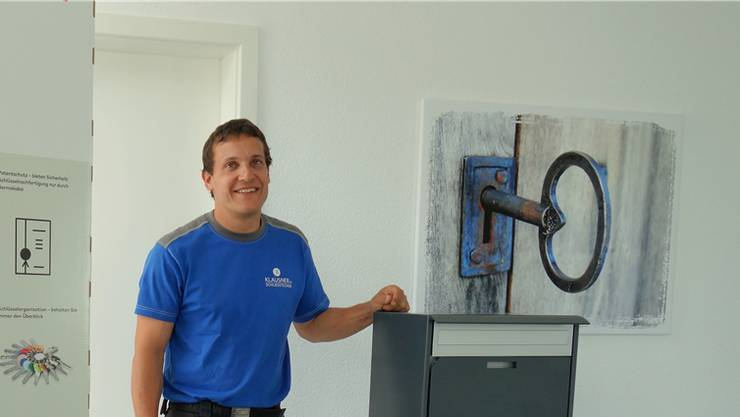 Fredy Klausner am komplett umgebauten Geschäftssitz in Muri.