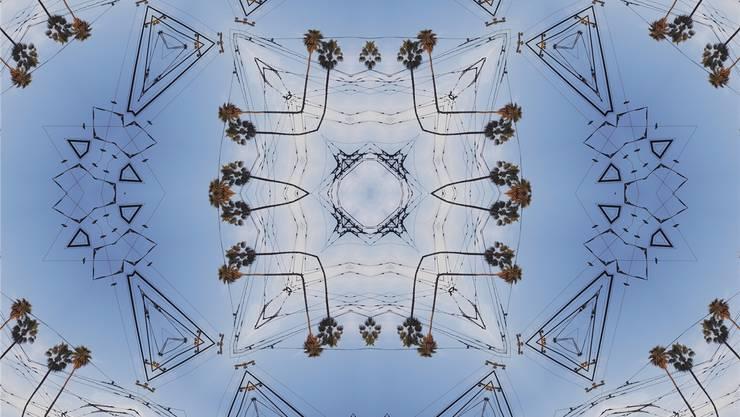 Tramleitungen, projiziert auf den Himmel über San Francisco. Sanaz Mazinanis/zvg