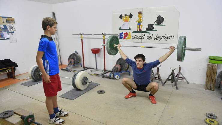 Andreas Schenk hat mit 19 Jahren bereits fünf Schweizer Meister Titel und zwei Vizemeistertitel im Gewichtheben geholt.