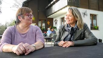 Ute Hoffmann (l.) wird zusammen mit ihrer Familie ab dem neuen Jahr die Gäste auf dem Altberg bewirten. Sie hat die Waldschenke von Gabriela Hintermann gepachtet, die nach 25 Jahren als Wirtin aufhört.