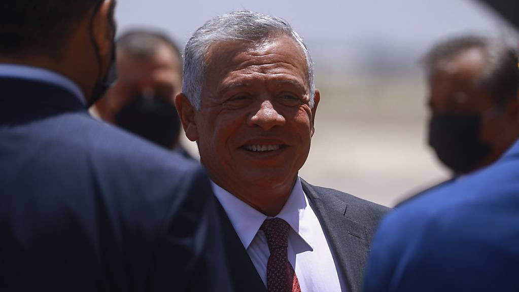 Sein jüngerer Halbbruder soll ein Mordkomplott gegen Jordaniens König Abdullah II. (Mitte) geplant haben.