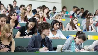 Bis zu 3000 Studierende sollen künftig nicht mehr in Basel (Bild), sondern in Liestal die Vorlesung besuchen. (zVg/Uni Basel)