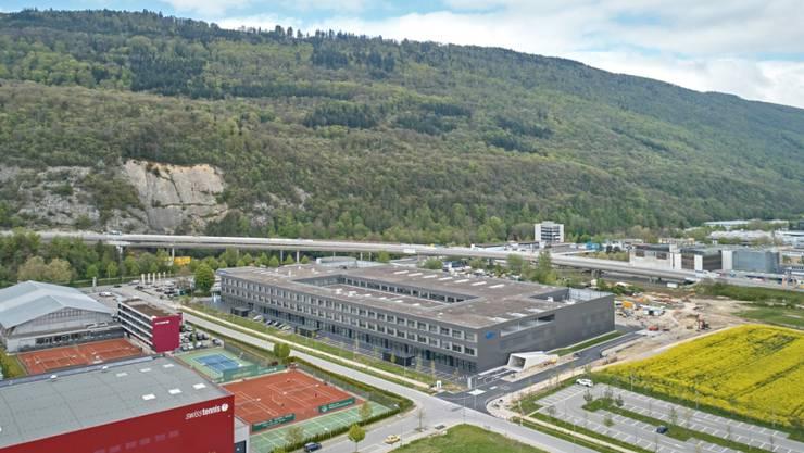 Das neue Georg-Fischer-Werk gleich neben der Autobahn, welche in Richtung Berner Jura führt.