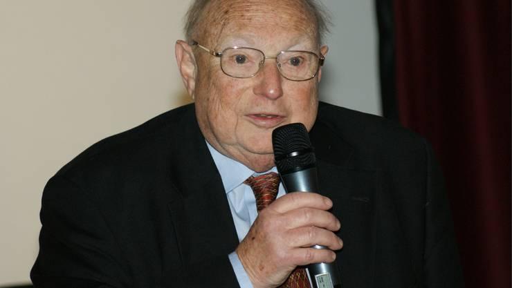 Rolf Bloch: Der Seniorchef der Chocolat-Fabrik referiert im Schützenkeller. (ach)