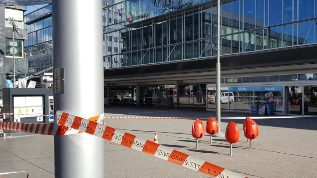 Der Bahnhof Aarau ist am Freitagnachmittag wegen eines verdächtigen Koffers kurzzeitig abgesperrt worden. Kurz vor 19 Uhr konnte der Halter des Gepäckstücks ausfindig gemacht werden.