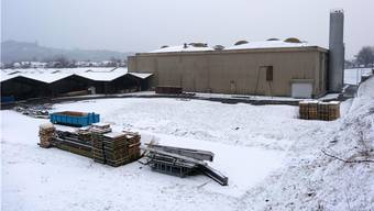 Die Fabrikationsgebäude der Novoplast AG in Wallbach sollen womöglich einer Wohnüberbauung weichen. – Foto: chr