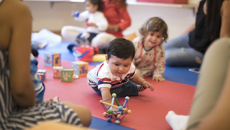 Der Bund soll Angebote für Kleinkinder nun doch nicht unterstützen. Die Bildungskommission des Nationalrates hat es sich anders überlegt. (Symbolbild)