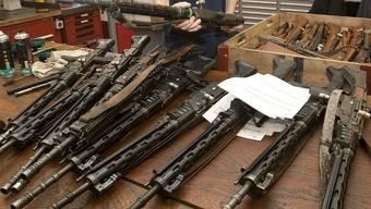 Waffen sollen ins Zeughaus: dies möchten die meisten CVP-Delegierten des Kantons Bern (Symbolbild)