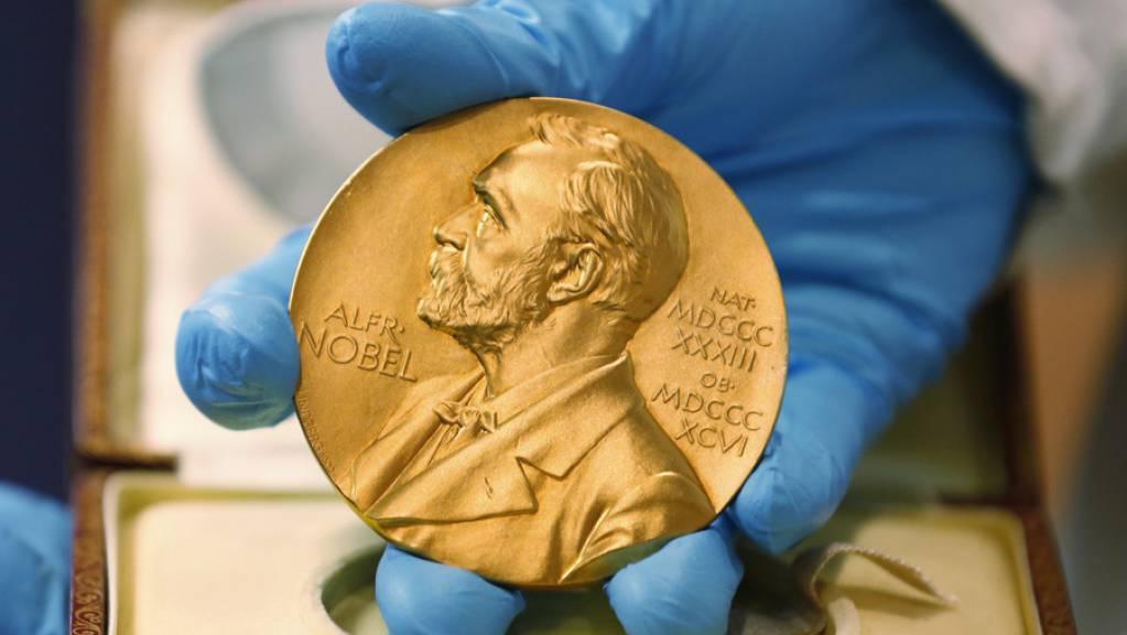 Obwohl es inzwischen höher dotierte Forschungspreise gibt, gilt der Nobelpreis nach wie vor als die renommierteste Auszeichnung für Forschende. (Archivbild)
