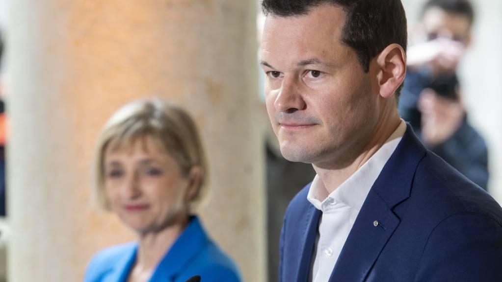 Fabienne Fischer (l.) erzielte am Sonntag vor Pierre Maudet das beste Resultat. Im zweiten Wahlgang hat die Kandidatin der Grünen die besseren Karten als der Parteilose, der seinen Regierungssitz verteidigen will.