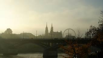 Wettsteinbrücke im Nebel