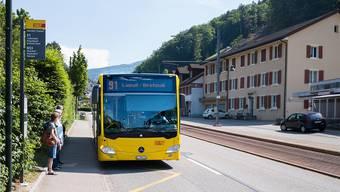 Genau solche Kurse wie der 16.15-Uhr-Bus ab Oberdorf, die heute auch Nicht-Schüler nutzen, böte das Taxi nicht. Kenneth Nars
