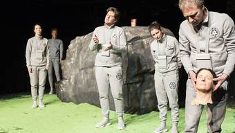 "Das Theater Marie hat das Stück ""Alles wahr"" von Daniel Di Falco am 11. Januar 2019 in der Tuchlaube in Aarau uraufgeführt."