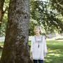 Die Schriftstellerin Claudia Storz, fotografiert im Rosengartenpark in Aarau.