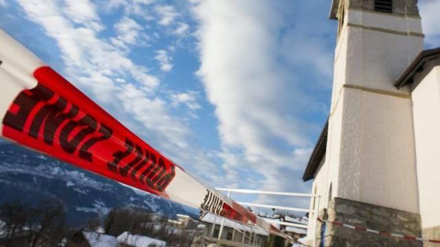 Der abgesperrte Tatort im Walliser Dorf Daillon