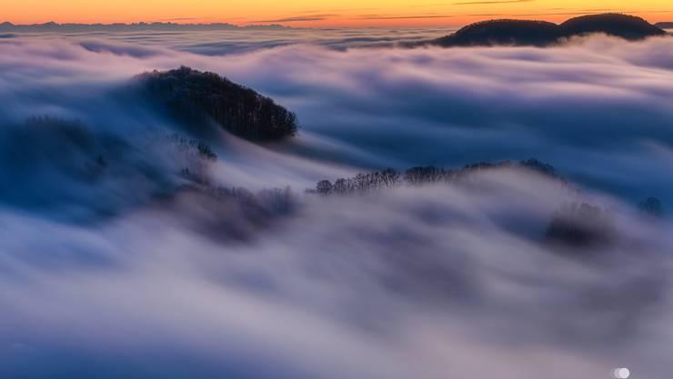 Eine Nebelwelle über den Hauenstein, fotografiert von Daniel Horisberger.