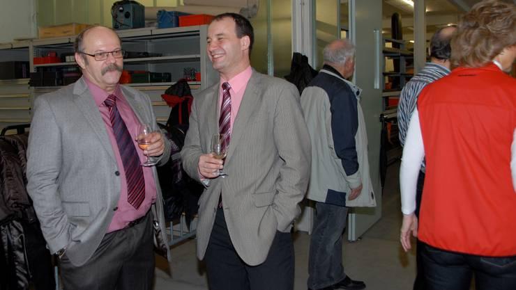 Gemeindeammann Peter Hirt (links) freut sich über den grossen Aufmarsch am Döttinger Neujahrsapéro in der Beznau.  Peter Jacobi