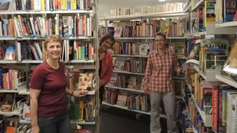 Die neue Leiterin der Stadtbibliothek Joséphine Erne-Arnig (Mitte) und die Mitarbeiterinnen Silvia Gysi (l.) und Ursula Hunziker (r.).