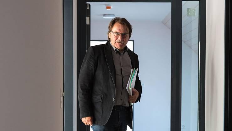 """Daniel Burkhalter im Rohbau der Dependance im """"Chronehof"""" in Schnottwil."""