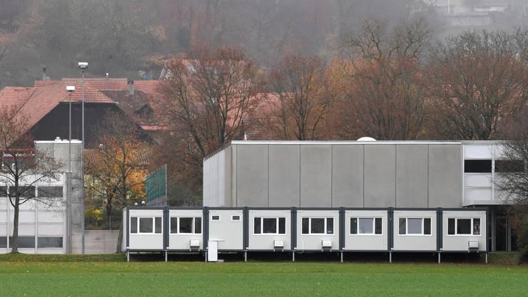 Das Schulhaus Steinmatt erhält einen zweiten provisorischen Schulcontainer.