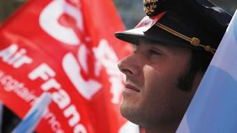 Soll für einen viertägigen Streik nicht mehr ins Cockpit: Pilot der französischen Flugline Air France. (Archivbild)