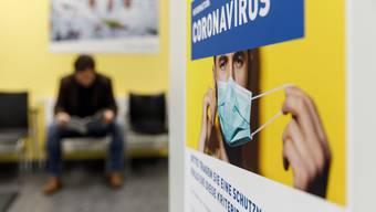 Merkblatt zum Coronavirus im Notfall des Bürgerspitals Solothurn. Hier arbeitet jetzt auch Personal der Obach Klinik.